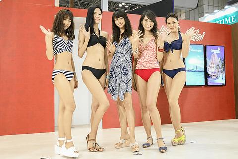 30b101fa13c グアム政府観光局ブースの特設ステージにおいて、「Beach Trip in Guam 三愛水着楽園ファッションショー2017」が開催された。写真左から武田あやなさん、honokaさん、  ...