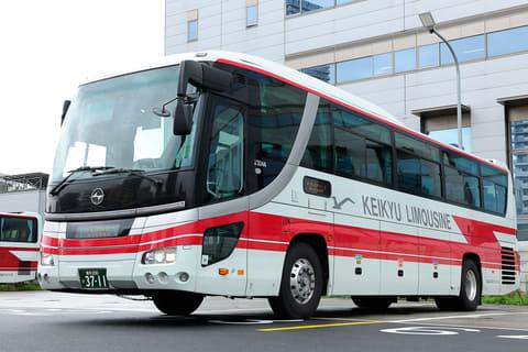 京急バスと東武バス日光、横浜駅...