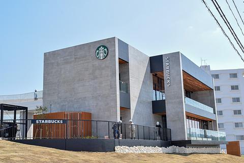 海が見えるスタバ、沖縄にオープン。「スターバックス コーヒー 沖縄 ...