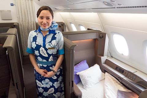 ANA A380型機のファーストクラスはドアが閉まる個室型シート。ベッド、収納、トイレも広々