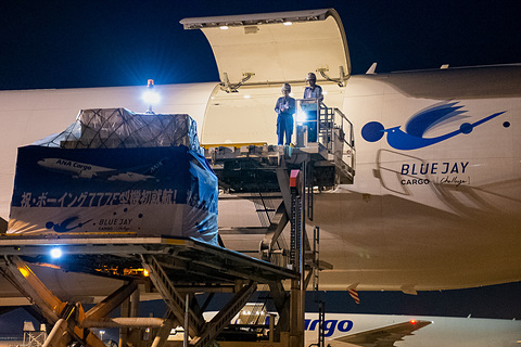 "ANA、""BLUE JAY(アオカケス)""こと「ボーイング 777F」就航。旅客便と ..."