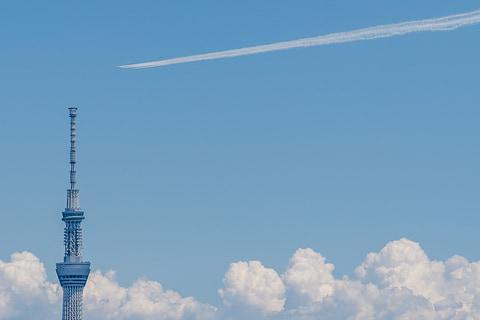 ブルーインパルス、青空広がる東京上空で医療従事者に感謝のフライト ...