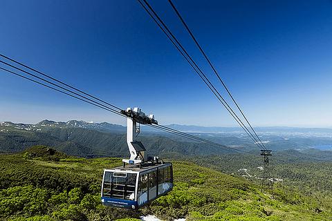 北海道の最高峰、夏なのに雪が見られる旭岳にロープウェイで手軽に ...
