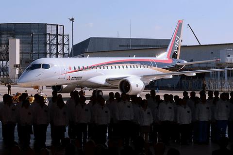 三菱航空機、MRJの初飛行を11月1...