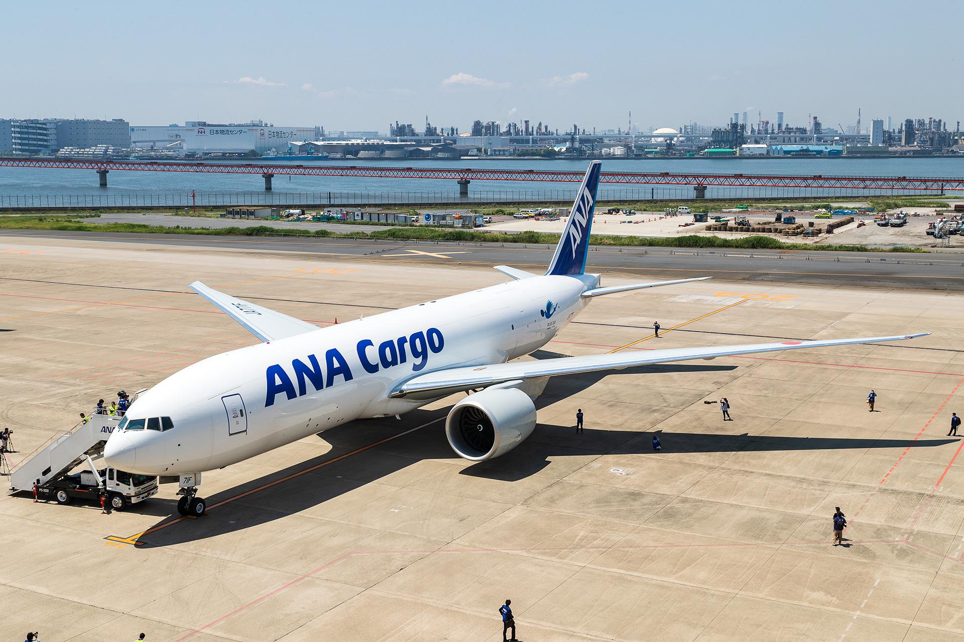ANA、日本初導入の輸送機ボーイング 777F型機公開。輸送管理者のシート ...
