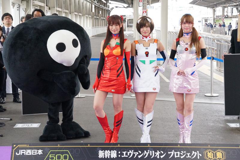 PC Watchエヴァ新幹線&レースクイーンが博多から新大阪に到着。新大阪で出発式